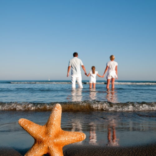 Ways to Save Money on your Family Vacation