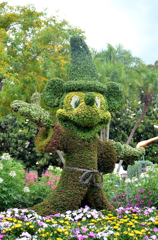 mickey-topiary