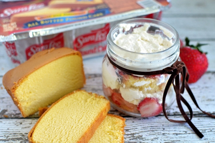 Mason Jars Cake Recipes: Easy Strawberry Shortcake Jars {Recipe} #SLSweetTreats