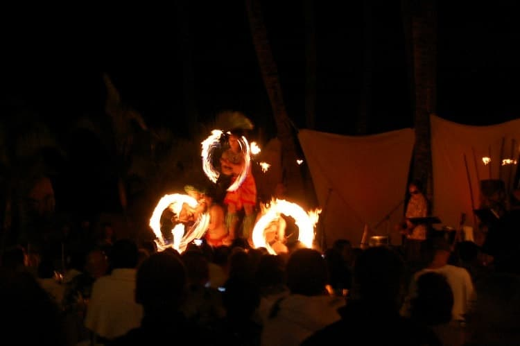 fire-dancing-luau-maui