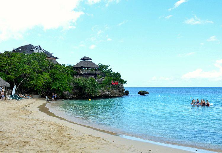sandals-ochi-beach