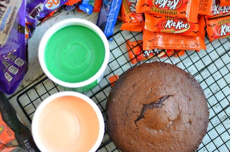 Kit Kat Halloween Cake