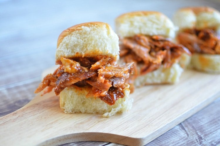 Apple Cup Game Time >> Game Day BBQ Pulled Pork Sliders with King's Hawaiian Bread