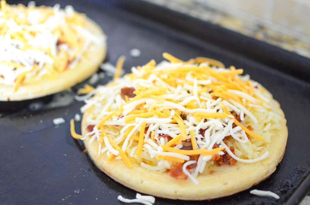 bacon cheese breakfast pizza