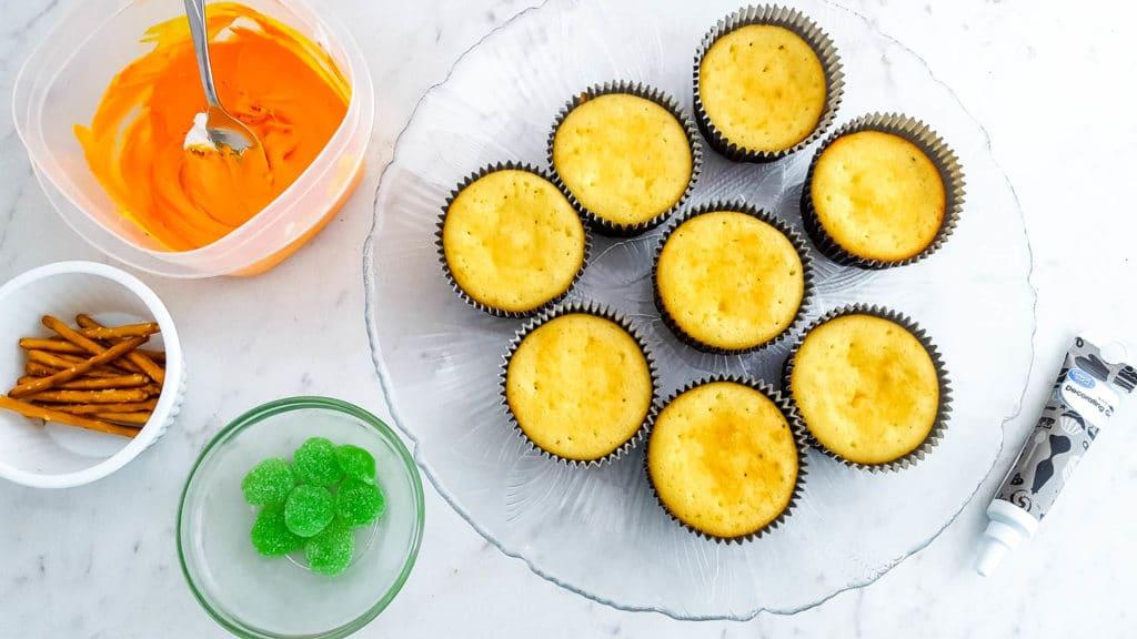 Easy Jack-O-Lantern Cupcakes for Halloween