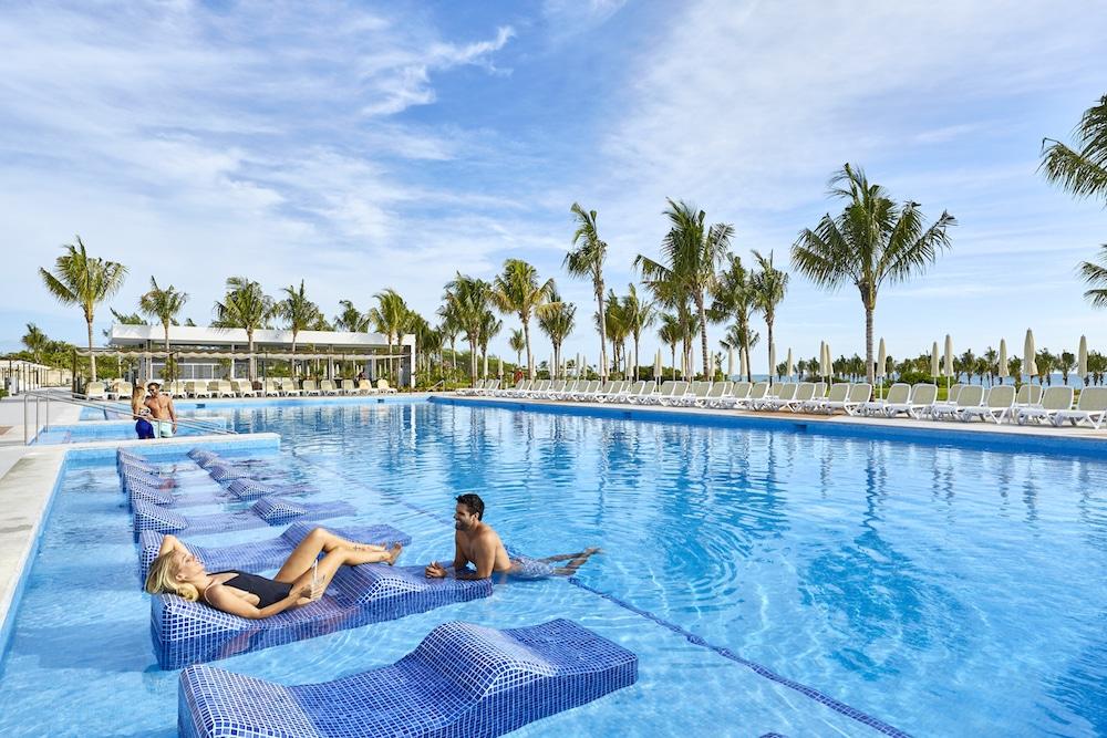 Riu DunamarResort Mexico pool