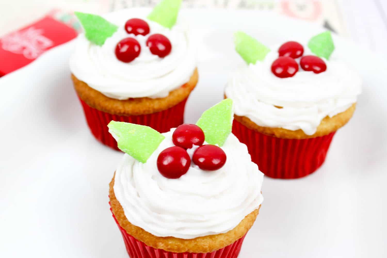 Easy Christmas Cupcakes - Mistletoe Cupcakes