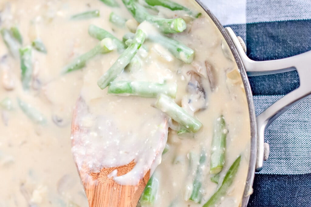 cream sauce with green beans and mushrooms