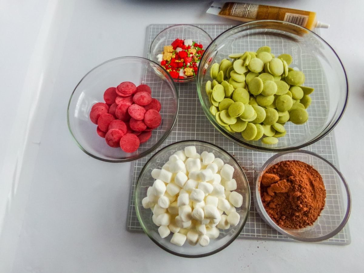 supplies to make Christmas Hot cocoa bombs
