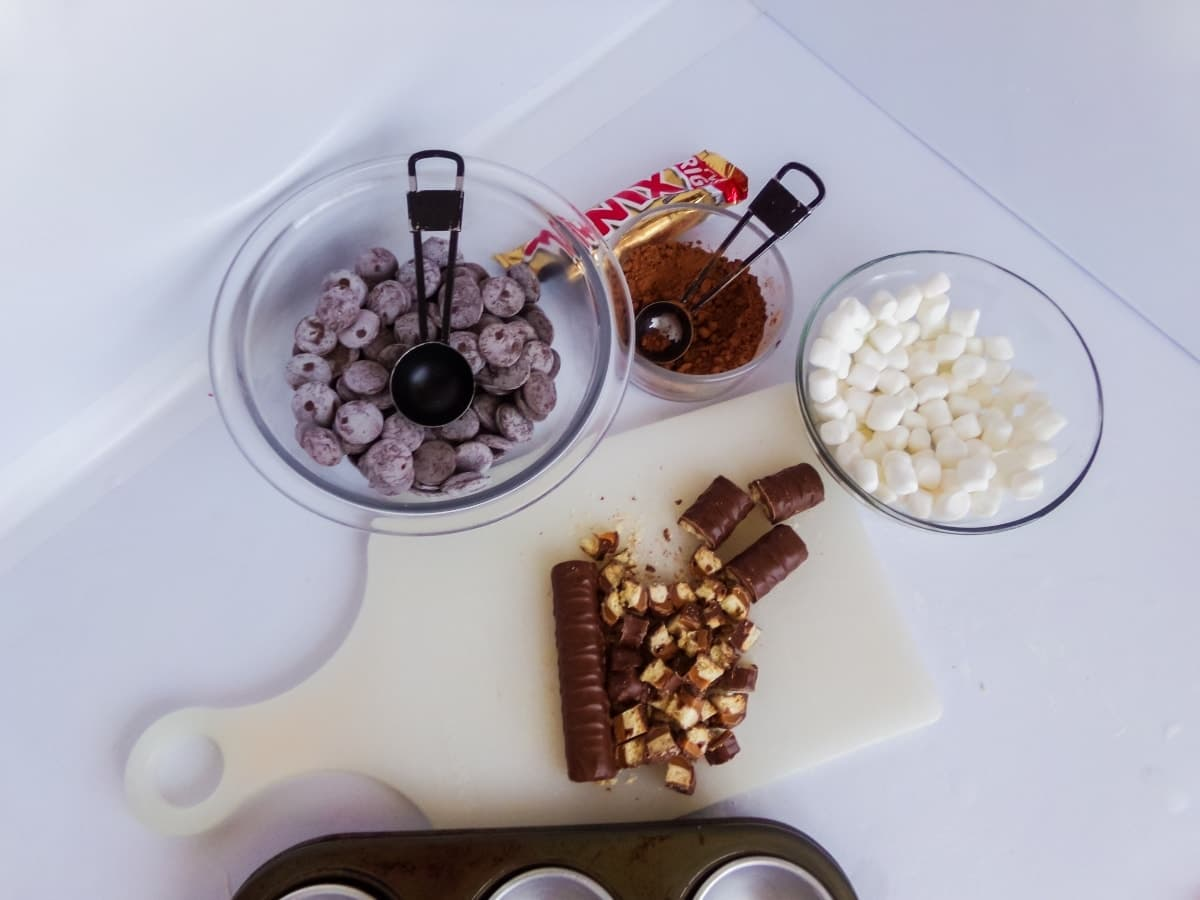 ingredients to make twix hot cocoa bombs