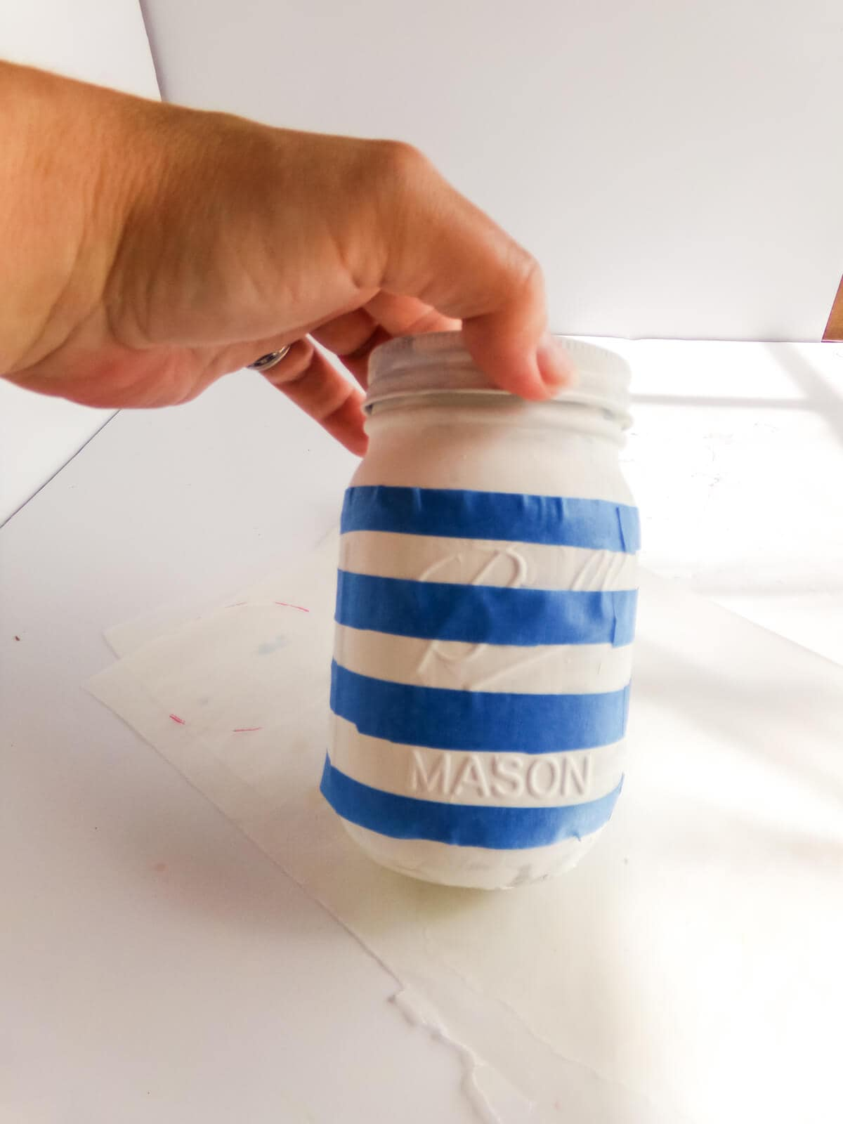 how to paint a mason jar to look like paper